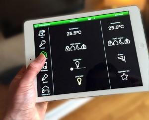 foto van een tablet (ipad) met daarop het programma waarmee u verlichting kunt schakelen